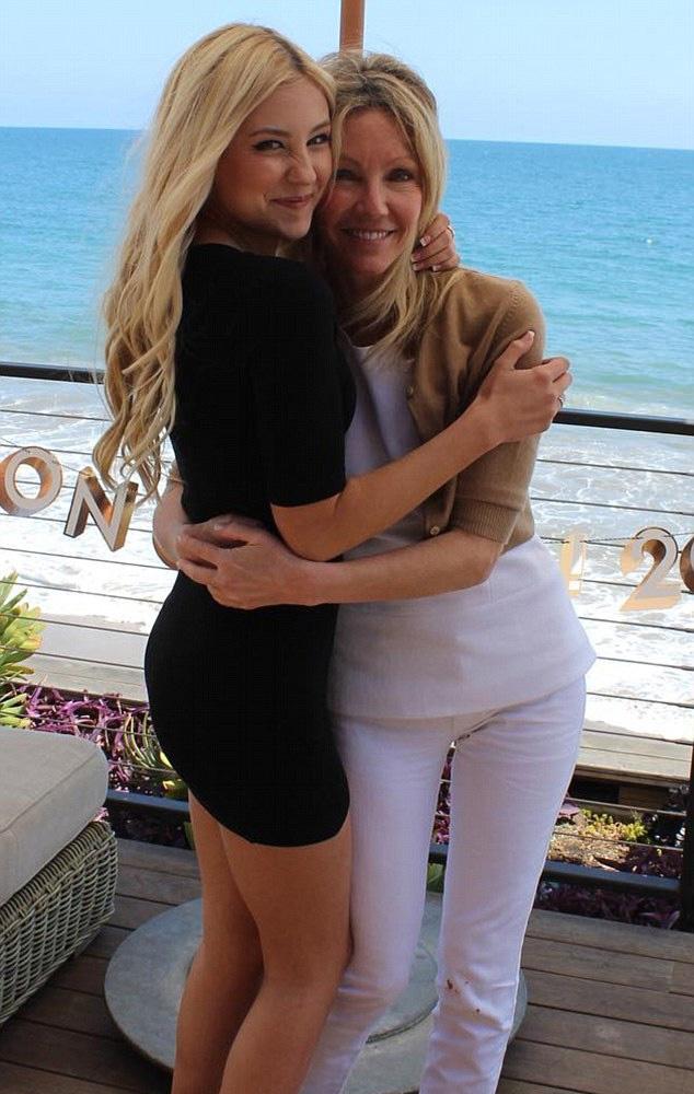 Heather Locklear és lánya jelenleg Hawaiin nyaralnak - a színésznő letartóztatása után rájuk is fér egy kis nyugalom.