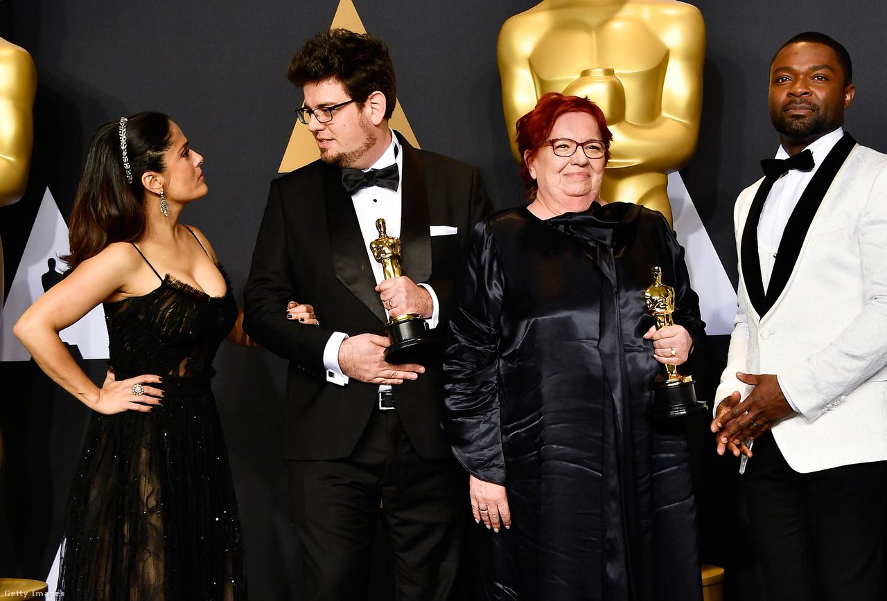 A remény és a szerencse 2017-ben is a magyar film mellett állt: ebben az évben a legjobb kisfilm Oscar-díját nyerte magyar film, a Mindenki. Deák Kristóf rendezőt az Oscar-díjon kívül az a megtiszteltetés érte, hogy egy csomó fénykép készült róla, amint nemcsak egy Oscar-szobor van a kezében, de még Salma Hayek is belekarol és mélyen a szemébe néz.