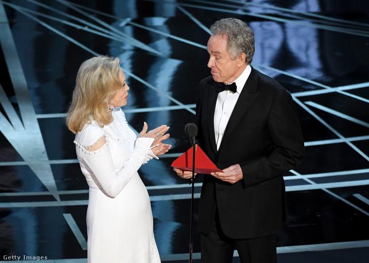 Faye Dunaway és Warren Beatty a tavalyi gálán