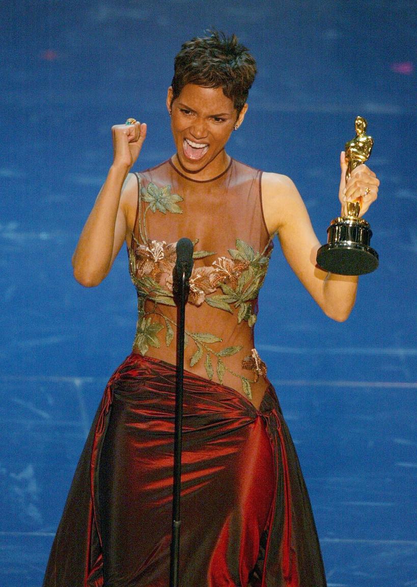 Halle Berry: mai napig ő az egyetlen fekete színésznő, aki elnyerte a legjobb színésznőnek járó Oscar-díjat, úszott a könnyekben a díj átvételekor. 2002-ben, ekkor ő volt a hetedik fekete színésznő, akit jelöltek a díjra, és azóta is csak négy színésznő (Gabourey Sidibe, Viola Davis, Quvenzhané Wallis és Ruth Negga) Idén két fekete jelölt van a női mellékszereplők között: Octavia Spencer és Mary J. Blige. a férfiaknál a főszereplők között jelölték Denzel Washingtont és Daniel Kaluuyát.