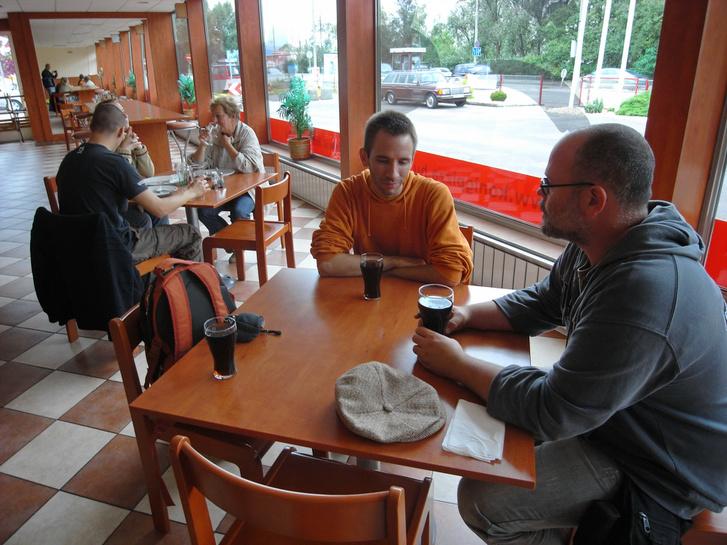 Bandi igét hirdet Sipinek (és nekem, csak épp fotózok) Egerben