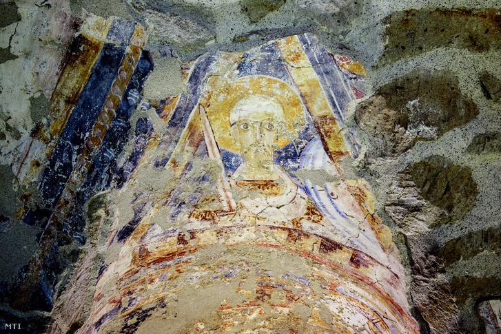 Szent Pált ábrázoló freskórészlet a feldebrői Szent Márton-templom altemplomában 2018. február 27-én.