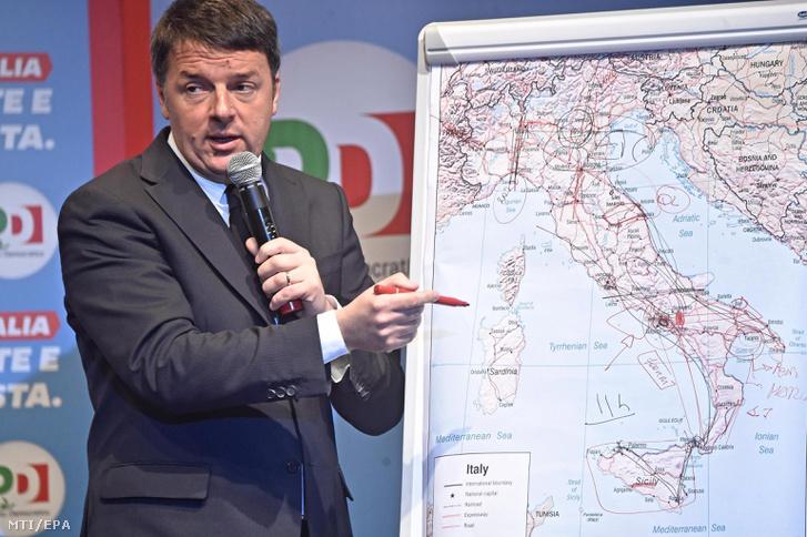 Matteo Renzi volt olasz miniszterelnök, a Demokrata Párt (PD) főtitkára választási kampányrendezvényen ismerteti pártja eddigi sikereit Firenzében 2018. február 20-án.