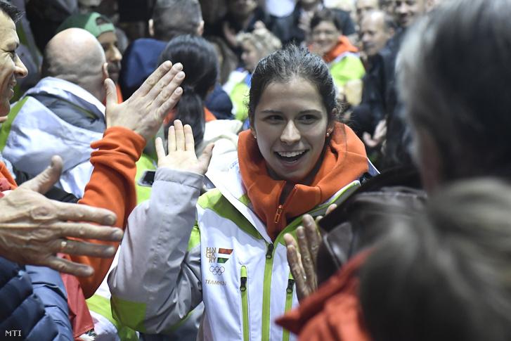 Jászapáti Petra rövidpályás gyorskorcsolyázó érkezik a magyar téli olimpiai csapat fogadási ünnepségére a Gyakorló Jégcsarnokba 2018. február 25-én.