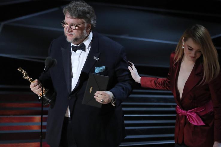 Guillermo del Toro kapta a legjobb rendezőnek járó Oscart A víz érintéséért