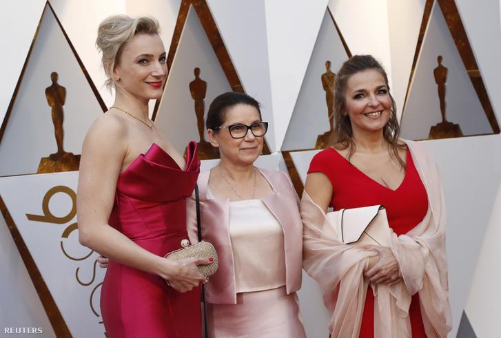 Borbély Alexandra, Enyedi Ildikó és Mécs Mónika a vörös szőnyegen.
