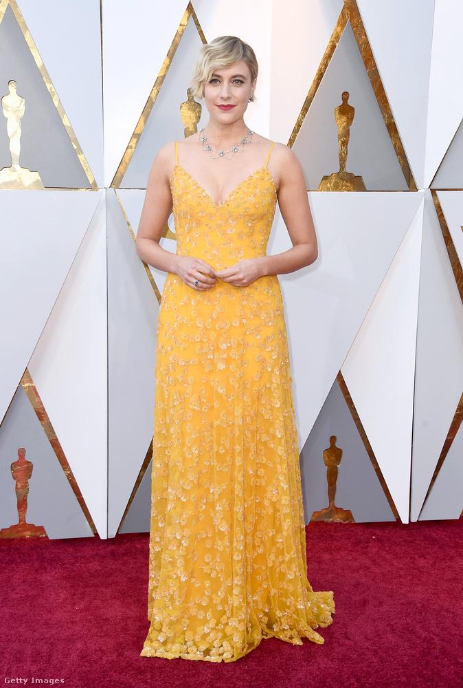 A gyöngyöző sörnek ható ruhába bújt Greta Gerwig is  igazi eyecandy volt a vörös szőnyegen.
