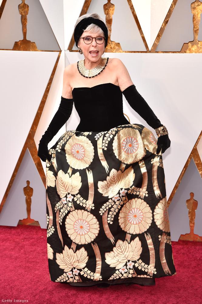 A 86 éves Rita Moreno azt az estélyit viselte, amiben 1962-ben átvette a legjobb női mellékszereplőnek járó díjat a West Side Storyban nyújtott alakításáért