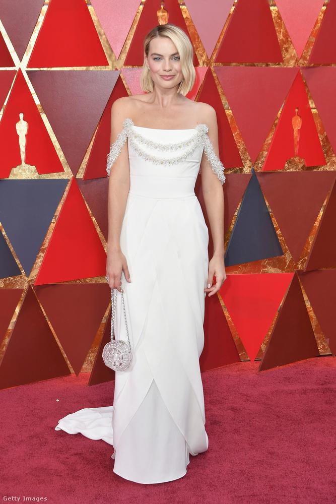 Margot Robbie tetőtől-talpig Chanelben ünnepelt.