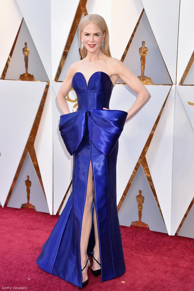 Nicole Kidman kék ruháját az Armani Privé készítette.