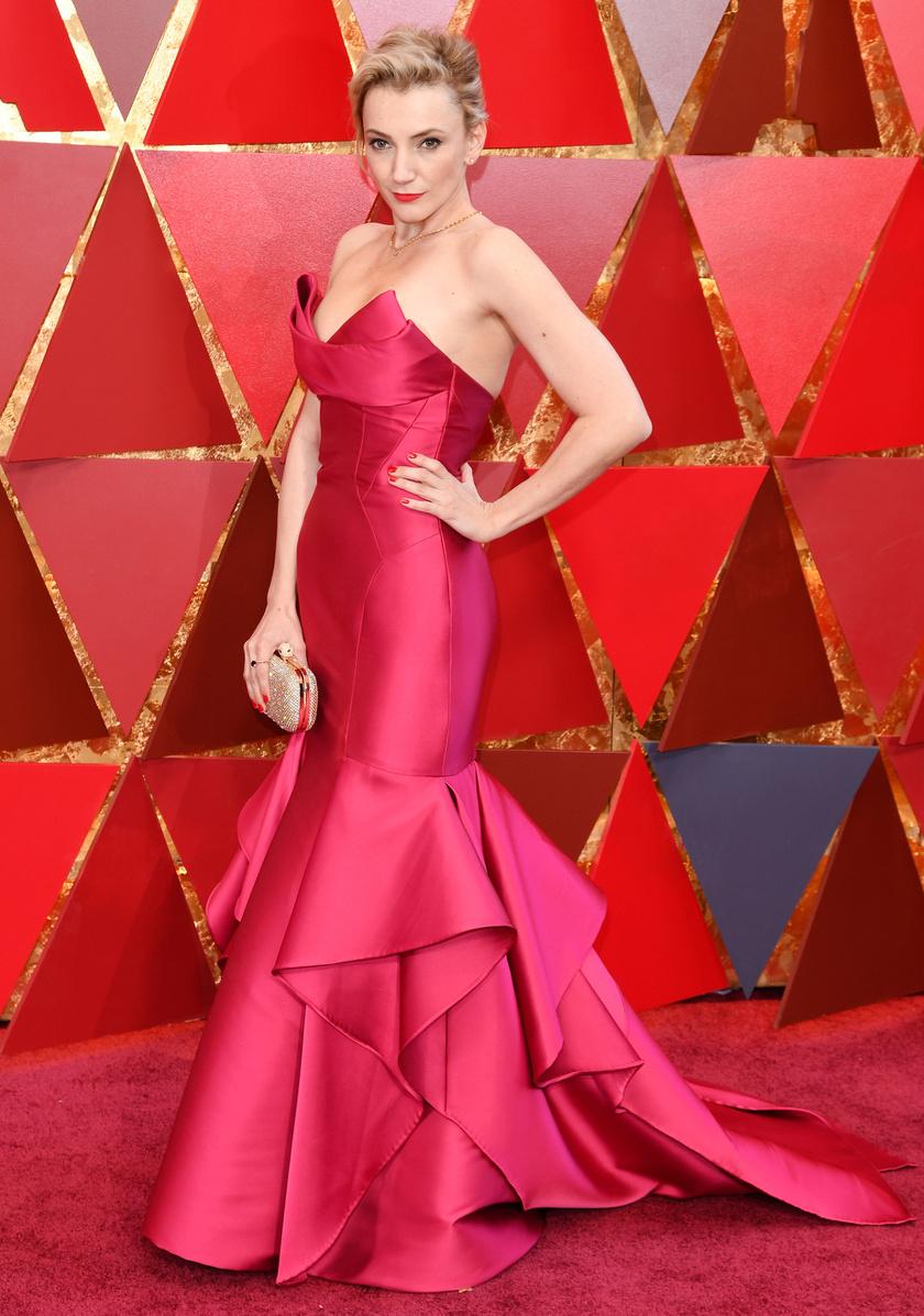 Borbély Alexandra egy pink, uszályos estélyiben jelent meg a 90. Oscar-díjátadón.
