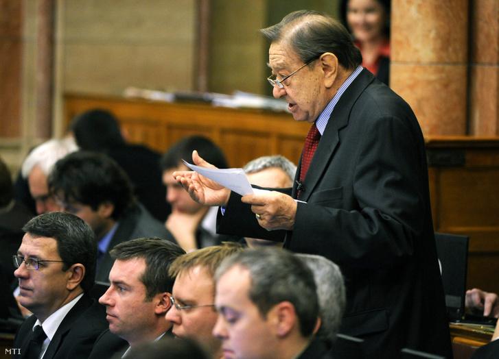Rozgonyi Ernő a parlamentben még a Jobbik képviselőjeként 2012 februárjában