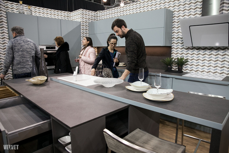 A kiállítás lesősorban a nagyobb terekre és tágasabb lakásokra fókuszált, így mérsékelt ötletbörzét tarthattunk például egy 35nm-es panellakás konyhájáról.