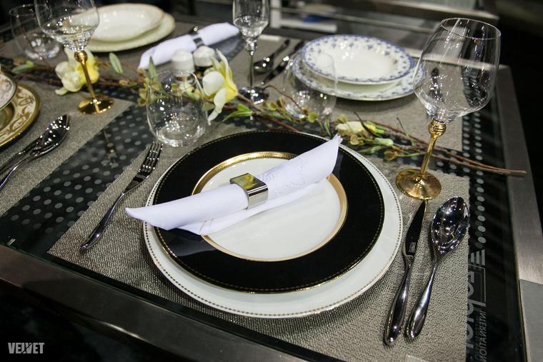 Bőven láttunk a felállított konyhák mellett egyéb kiegészítőkre, háztartási eszközökre és más konyhai kellékekre fókuszáló standokat is