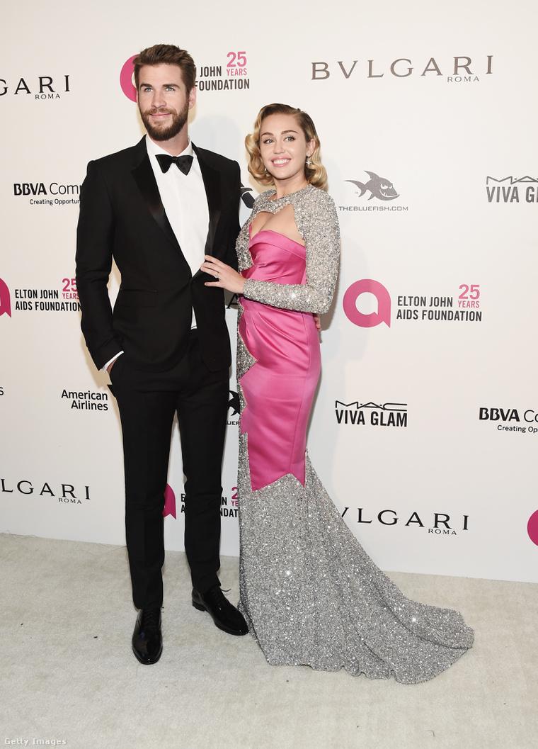 Ebben a ruhában jelent meg Miley Cyrus a 2018-as Oscar-gála utáni partik egyikén.