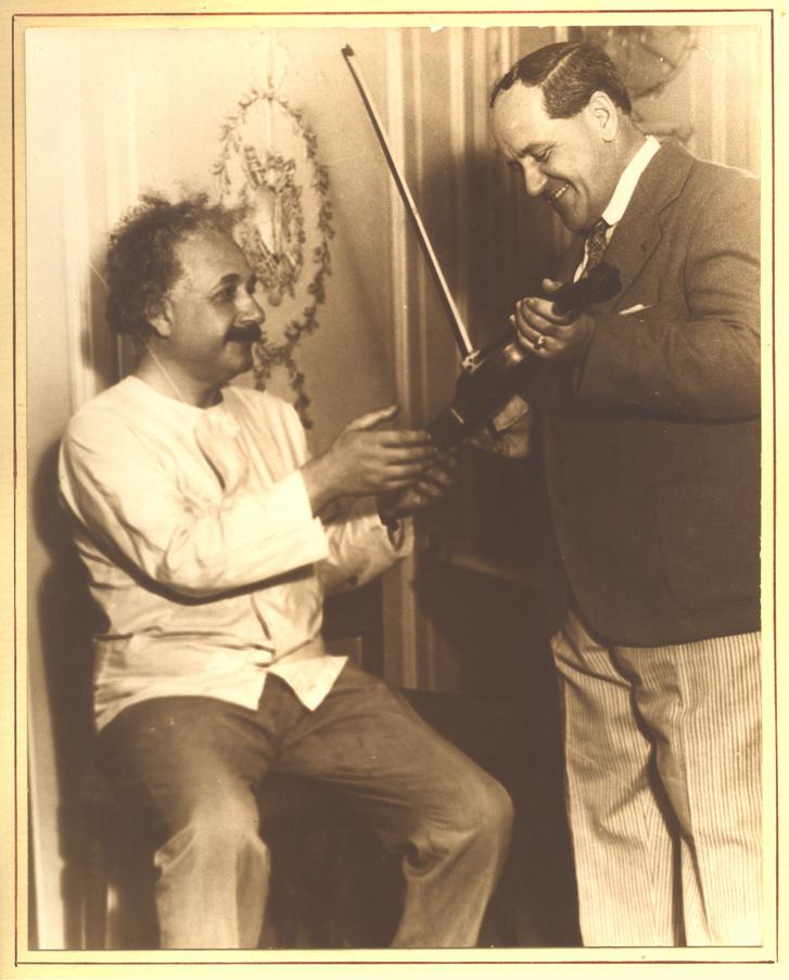 Albert Einstein és Charles Fischer (1930)