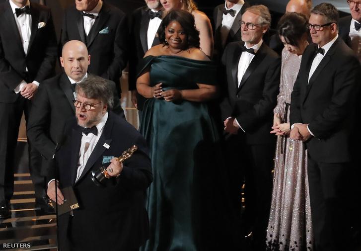 A legjobb filmnek járó Oscart A víz érintése kapta.