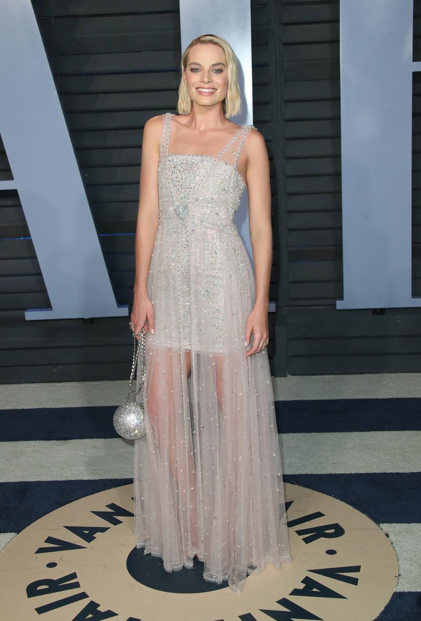 Margot Robbie most is lélegzetelállítóan festett ebben a Chanel-ruhában.