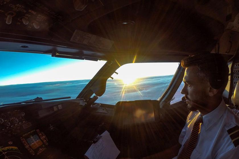 Őrületes szelfiket készített a pilóta, de aztán bevallott valami kiábrándítót