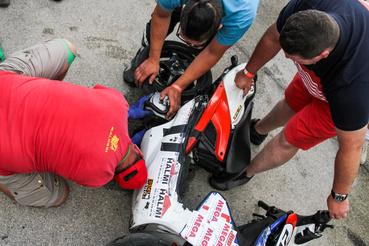 A kizárások miatt a Senior Team is felállhatott a dobogóra. Ehhez azonban előtte meg kellett bontani a motorjukat