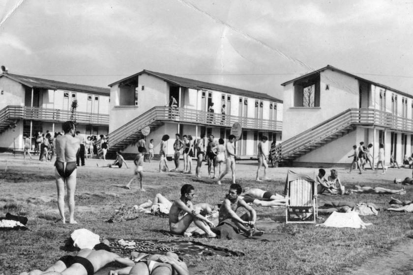 Az első fotók a Velencei-tóról: már akkor is így szerették a magyarok