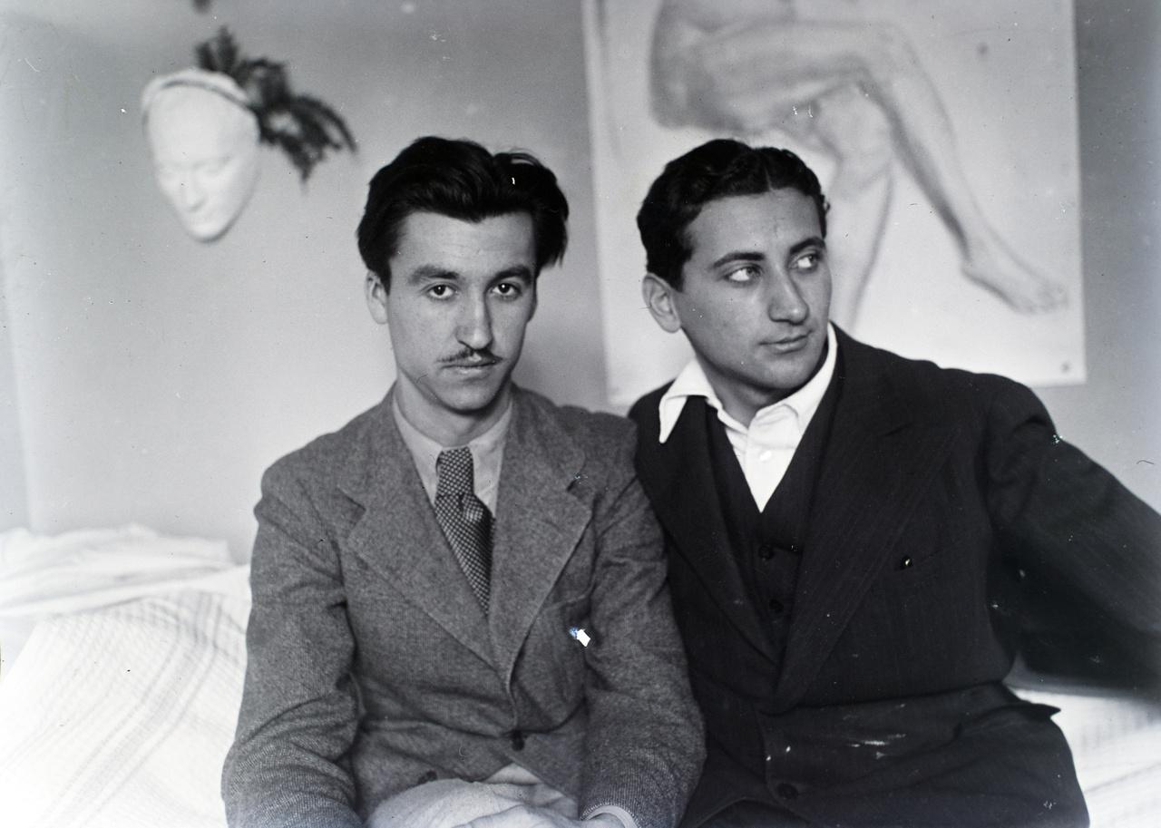 Búza Barna szobrász és Vinkler László a Római Magyar Királyi Akadémia egyik műtermében 1936-ban. A két művész ösztöndíjjal töltött el pár hónapot Rómában. Az éremművészként is tevékeny Búza jó példa Vinkler szerteágazó, az alkotói módszereken átívelő ismerettségi körére.