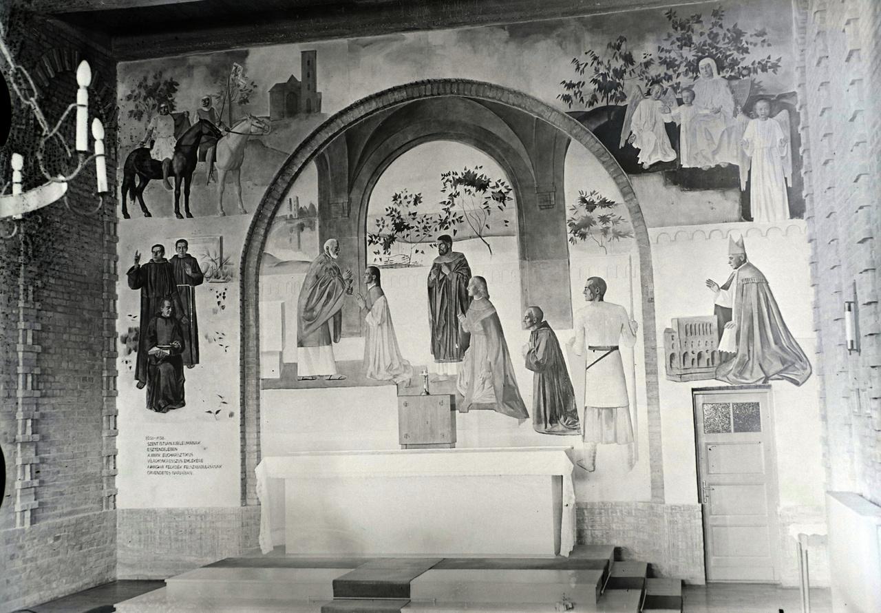Vinkler László 1938 decemberében készült falfreskója, Az Eucharisztia - az oltáriszentség felvétele látható, a szegedi Szent Gellért Szeminárium Kápolnában. 1937-ben Vinkler Párizsban járt, ahol újabb tapasztalatok érték. Többek között itt lesz rá nagy hatással Picasso, különösen a  spanyol polgárháborúból merített Guernica című képe, annak monokróm színkezelésével. Az államosítás során a kápolna tanulóteremmé lett átalakítva, és emiatt közel 40 évig nem volt látható a freskó. Az érintett falfeület egy részét vastagon átfestették, majd enyves meszelés után farácsot erősítettek a falmező íves középrészére.                          A freskót 1985-től 3 évig restaurálták.