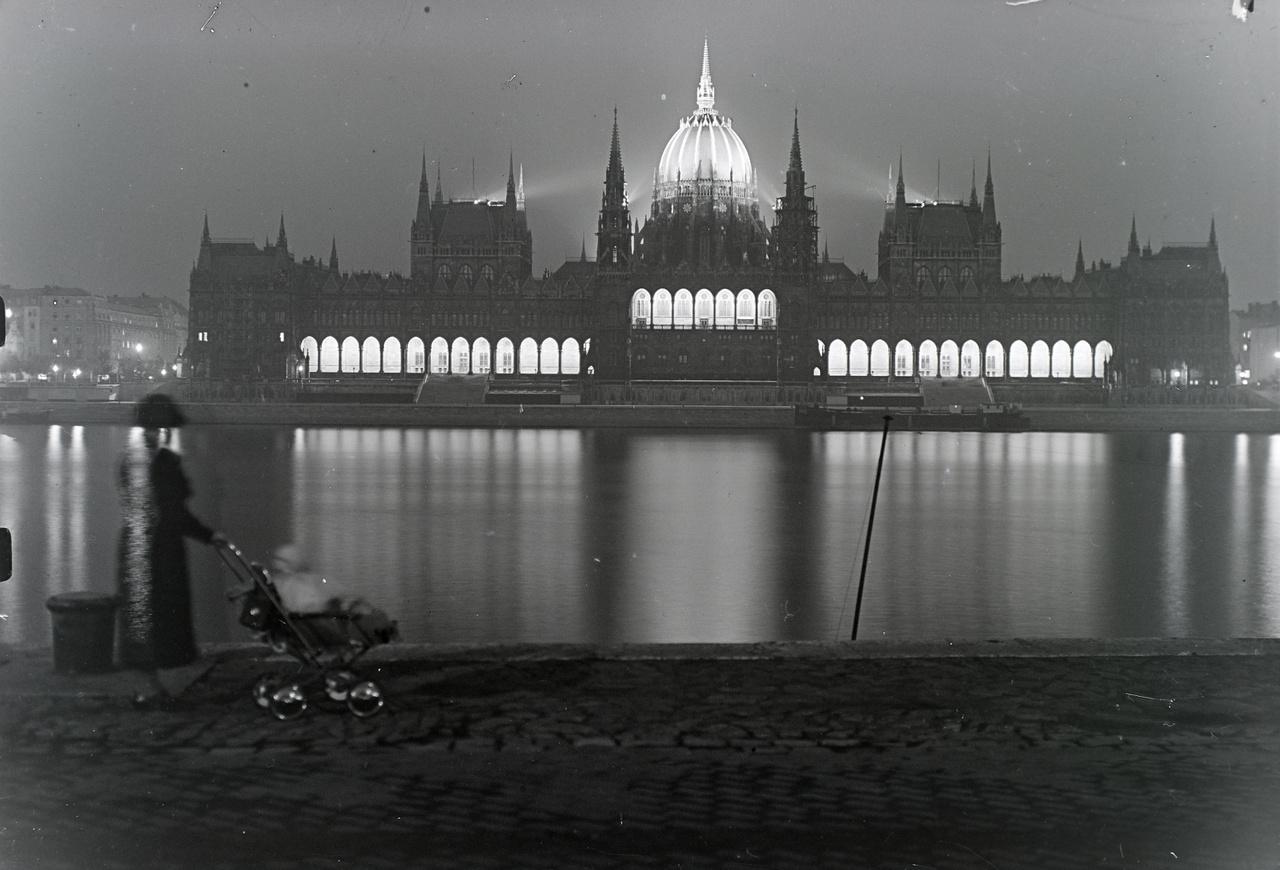 A Parlament díszkivilágítása 1935-ben