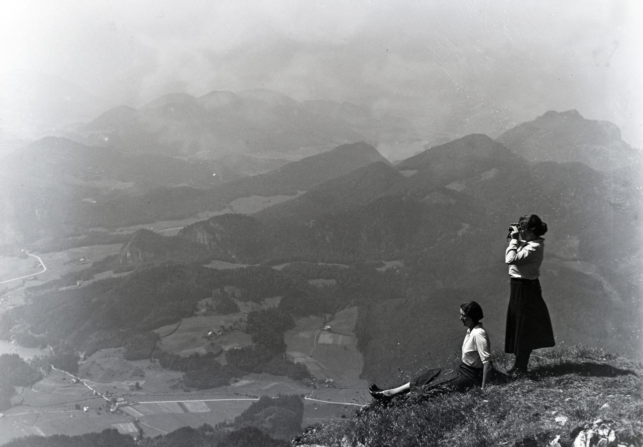 Kirándulás a hegyekben, 1934. A lányok több fotón is feltűnnek