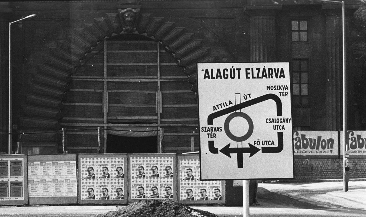 Az alagutat viszont nem fotók kedvéért zárták le 1973-ban. Hivatalosan Buda, Pest és Óbuda egyesítésének centenáriumára újították fel. Ekkor kapott korszerű szigetelést, meg szellőző berendezéseket, de ami a leglátványosabb: azt az üvegmozaik-burkolatot, amelyet mindenki ismer.