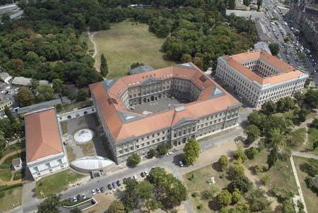 A Ludovika épülete (forrás: Civertan /