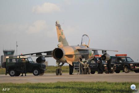 Líbiai vadászgépek szálltak le Máltán