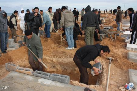 Tömeges temetésekre készülnek Tripoliban