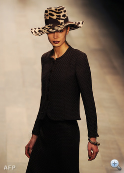 Caroline Charles divatbemutatója