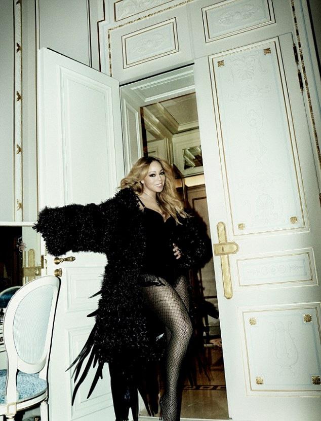 Mariah Carey rengeteget fogyott a műtétnek köszönhetően, ami mellett speciális diétába kezdett: csak lazacot és kapribogyót eszik.