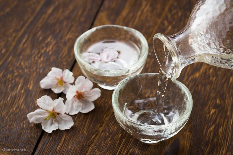 A szaké, vagyis a rizsbor a japánok ősi itala, ami japánul általában a szeszes italokra utal