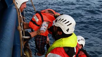 A vaksötét tengerből mentettünk ki 100 embert, de a horror ezután jött