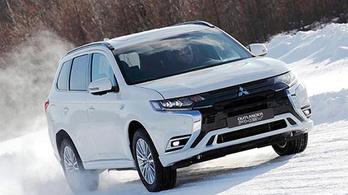 Új benzinmotort kap a hibrid Outlander
