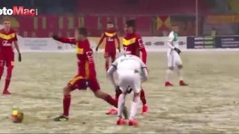 A védő sérülten elterült, átléptek rajta, és jött a győztes gól