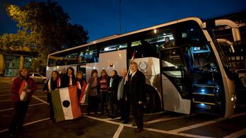 Ingyen buszoztatják a Fidesz-szavazóit a Békemenetre