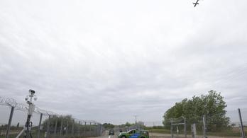 Helikopteres járőrözést rendelt el a belügy a migránsrepülők ellen