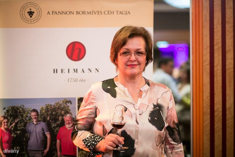 """Heimann Ágnes, a Heimann Családi Birtok borásza:                         """"Közgazdásznak tanultam, a borász szakmát felnőttként tanultam (40+), mert  a családi borászatunk ezt az igényt támasztotta velem szemben, s ennek szerettem volna megfelelni"""