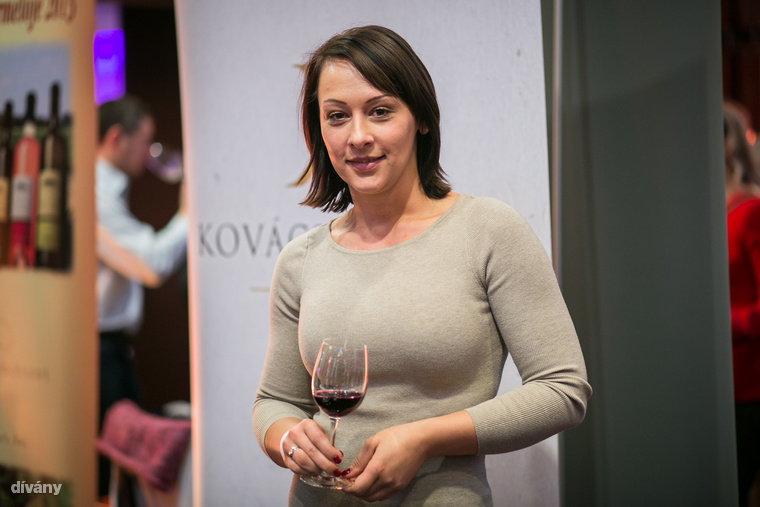 """Kovács Zita, a Kovács és Lánya Borászattól:                         """"Nem erre a pályára készültem, ám főiskolás éveim alatt hétvégente édesapámmal mindig egy közös """"apa-lánya"""" program volt a borok kóstolása, házasítása"""