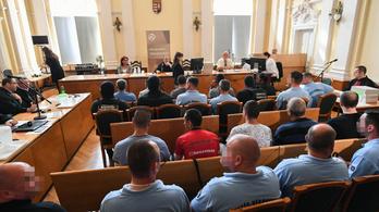 Egymásra vallottak a vádlottak a halálkamion-perben