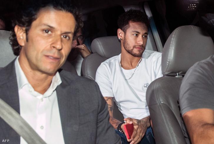 Neymar és orvosa Brazíliában