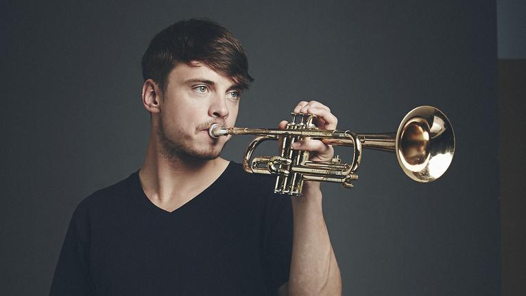 A trombitás, aki eltér a szokatlantól