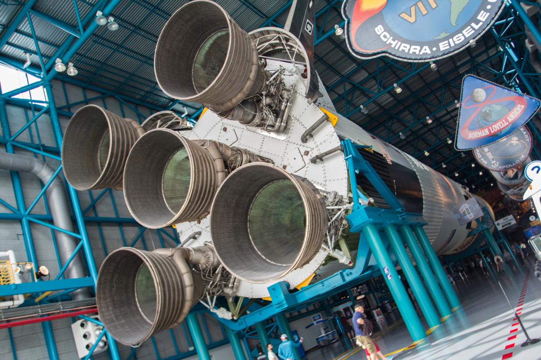 Ez itt egy nem tudsz nem magad alá szarni a látványtól-díjas állomás a túrán. Ez itt az Apollo/Saturn V Center és az óriási épület javát kitöltő Saturn V-ös rakéta