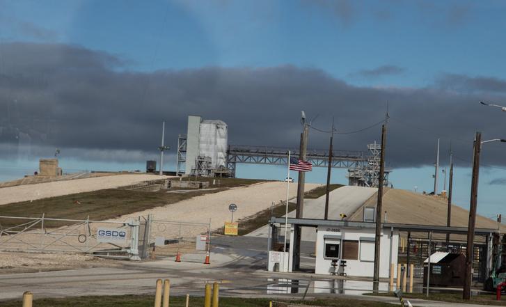 A SpaceX miatt nem mehettünk a 39-es padhoz, de ez se sokkal kisebb. Ő itt az LC39B