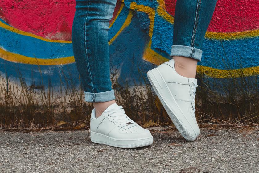 A legdivatosabb tavaszi cipők körképe 10 ezer forint alatt  árakkal bb4d4f6648