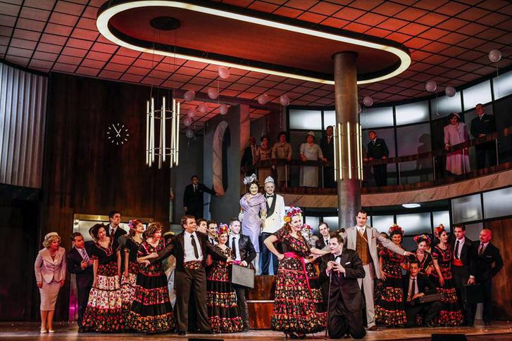 A Budapesti Operettszínház Kékszakáll-előadásának színpadképe